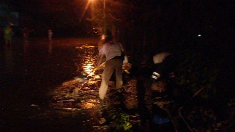 Por fortuna no hubo personas lesionadas únicamente cuantiosos daños materiales donde el agua subió hasta 60 centímetros