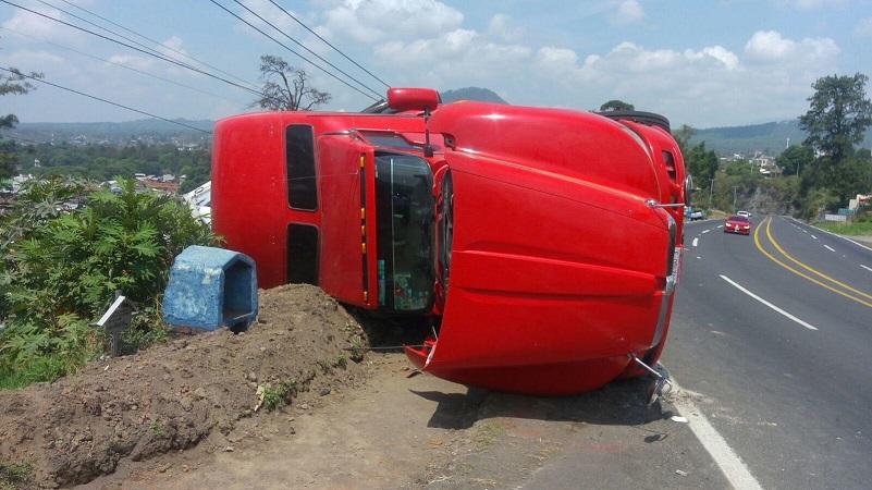 Al lugar de trasladaron unidades de la Policía Michoacán, así como una unidad médica, los cuales valoraron al conductor de la pesada unidad, el cual se negó a ser trasladado a algún hospital para recibir atención médica