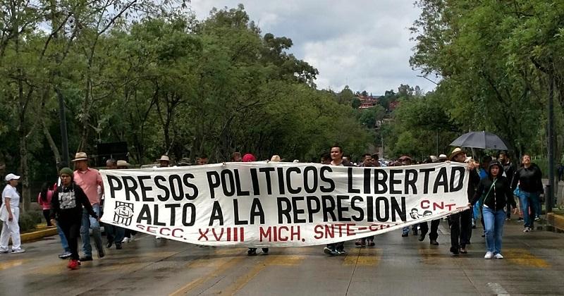 Los docentes marchan contra la reforma educativa, la evaluación docente y la represión, así como para exigir pagos pendientes (FOTO: FRANCISCO ALBERTO SOTOMAYOR)