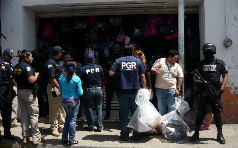 """Elementos federales realizaron un cateo en 16 locales comerciales al interior del inmueble denominado """"Texticuitzeo"""" ubicado sobre la carretera Morelia – Salamanca"""