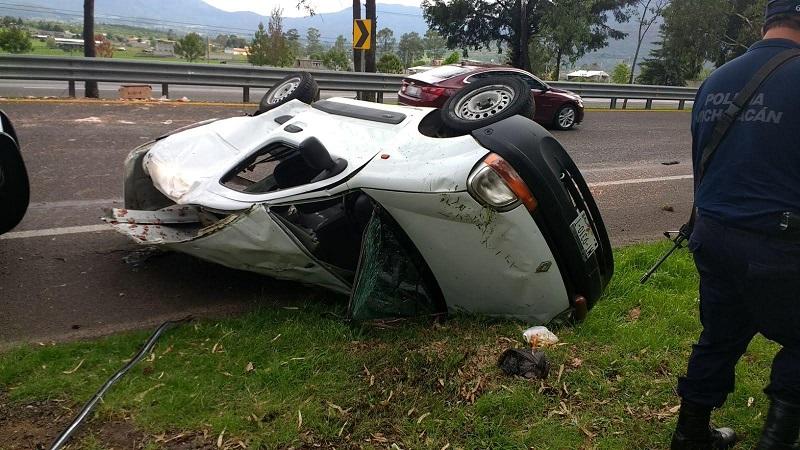 Testigos indicaron que el conductor manejaba exceso de velocidad y en un momento determinado el conductor perdió el control de la unidad para posteriormente volcar quedando completamente destrozada la unidad