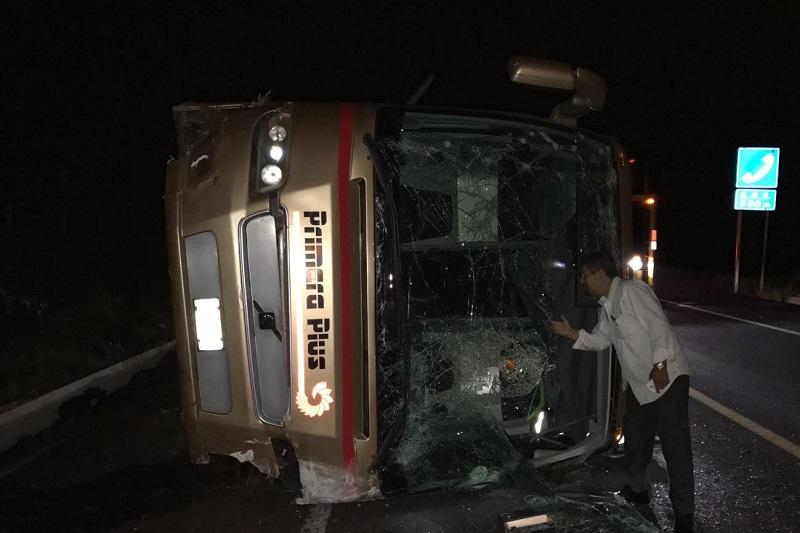 Aproximadamente a las 22:00 horas reportaron a los servicios de emergencia de la autopista un accidente en el kilómetro 51+500 tramo Cuitzeo - Pátzcuaro, trasladándose unidades de Rescate y Salvamento así como Policía Federal