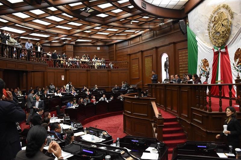 Los integrantes  de las comisiones unidas determinaron que con la adición de un párrafo al artículo 129 de nuestra Constitución del Estado de Michoacán, se orientarán los esfuerzos en esta materia, a través de políticas de simplificación de trámites o servicios vinculantes para todas las autoridades públicas
