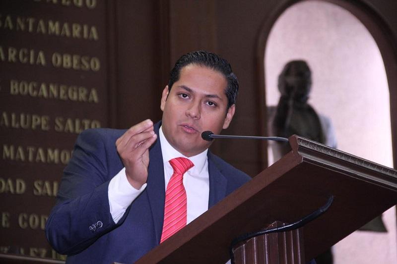 La iniciativa impulsada por el diputado Daniel Moncada, presidente de la Comisión de Jóvenes y Deporte, tiene por objeto fomentar, promover e impulsar la creación de nuevos empleos y primeras empresas para los jóvenes