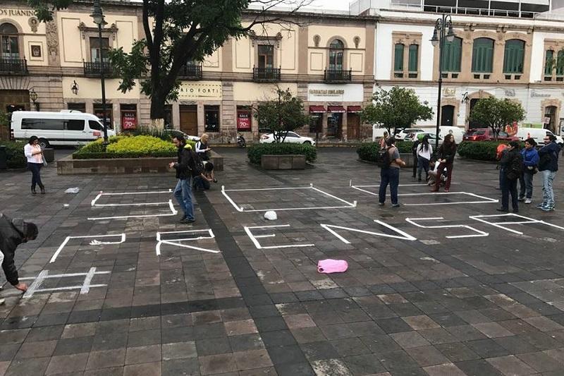 En el Zócalo de la Ciudad de México también se están reuniendo periodistas para realizar una acción similar