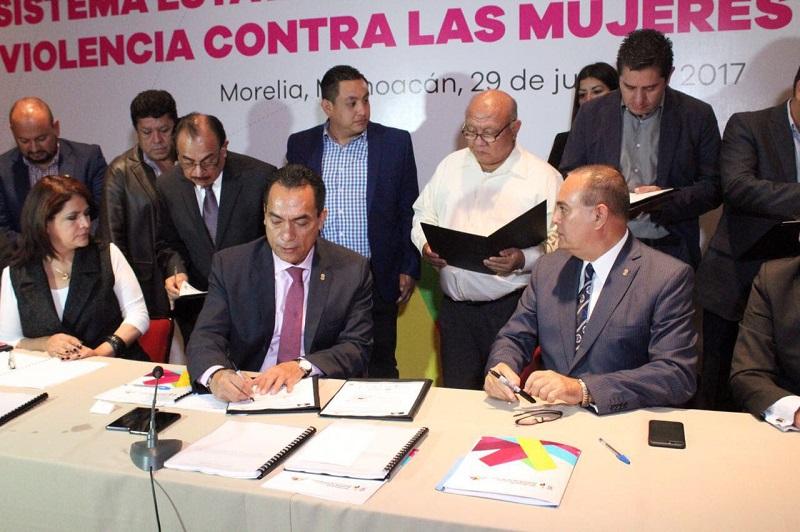 """""""Estamos conscientes de que ninguno de nosotros está aquí sentando pensando en un fin distinto que no sea el de combatir este lamentable flagelo, que nos agravia como sociedad"""", concluyó López Solís"""