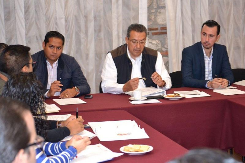 La inscripción y la entrega de los documentos se podrá realizar de manera presencial en un horario de 9:00 a 15:00 horas, de lunes a viernes, en las instalaciones del Instituto de Investigaciones y Estudios Legislativos del Congreso del Estado de Michoacán de Ocampo
