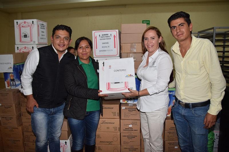 Rocío Beamonte, directora general del Sistema DIF Michoacán aplaudió el trabajo que emprenden los Sistemas DIF municipales en la atención de todas las familias vulnerables