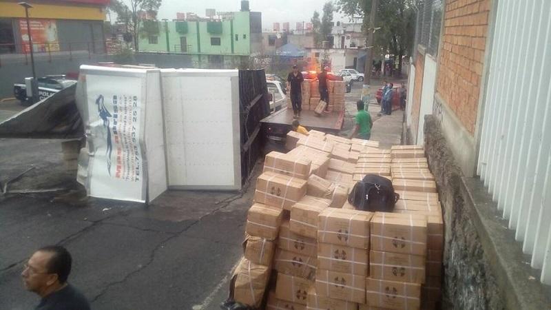 El tránsito vehicular se vio entorpecido por más de una hora en esa zona de la ciudad (FOTO: MARIO REBOLLAR)