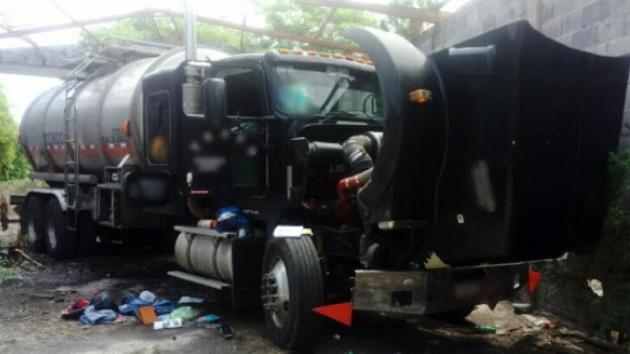 Al revisar los antecedentes, el vehículo arrojó reporte de robo, por lo que se procedió a inspeccionarlo, encontrando al interior del tanque alrededor de 17 mil litros de hidrocarburo