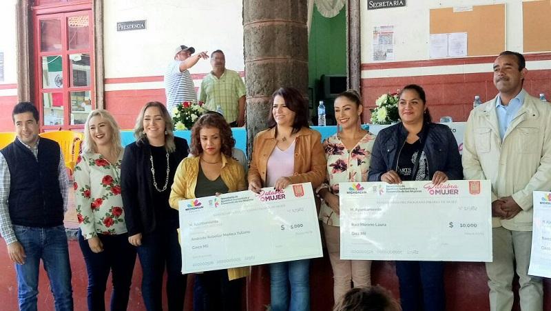 El presidente municipal, Cuauhtémoc Vega Robledo, reconoció el trabajo que realiza el Gobierno del Estado a favor de las mujeres