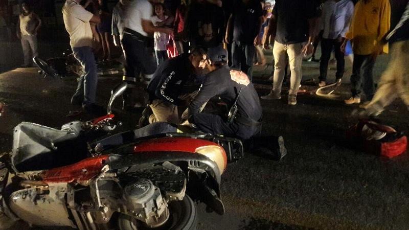 En lugar confirmaron la información y atendieron a los 4 ocupantes de las dos motocicletas identificados como Aleida E., de 28 años, Javier E., de 2 años, Misael E., de 13 años y Adolfo G., de 15 años de edad, siendo trasladados a un hospital local para recibir atención médica