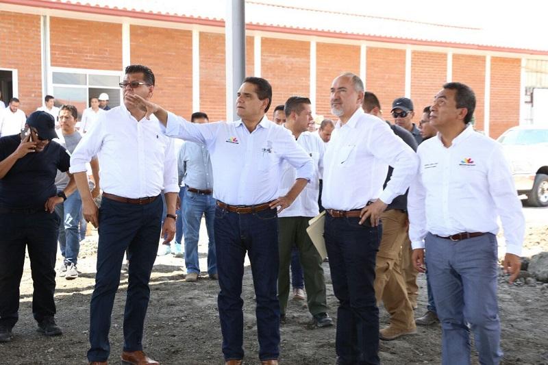 En esta gira de trabajo acompañaron al Gobernador el secretario de Gobierno, Adrián López; el comandante de la 43 Zona Militar, general Cruz Isaac Muñoz; y, el secretario de Seguridad Pública, Juan Bernardo Corona