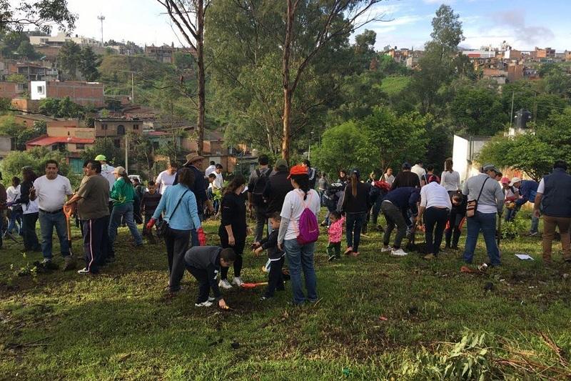 En el lugar, Ernesto Santamaría Reyes, Secretario General del gremio, precisó que en esta ocasión fueron más de 250 sindicalizados los que están dispuestos a compartir el esfuerzo que hace el Gobierno Municipal en beneficio de los morelianos