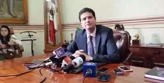 """Martínez Alcázar insistió en que la única diferencia que habrá si es que los Legisladores aprueban la solicitud, """"es que la ciudad la tendremos pendida"""""""