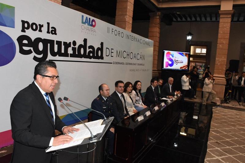 García Chavira señaló que el Gobernador del Estado convocó a una mesa de seguridad y justicia, a la cual serán turnadas de manera oportuna los resultados y conclusiones de este foro que busca crear un diálogo profundo en materia de seguridad