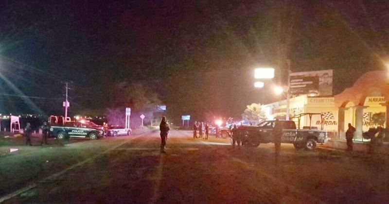 Sólo se registraron daños materiales en las instalaciones y en el parabrisas de un vehículo marca Chevrolet, color blanco, propiedad del Ayuntamiento de Ecuandureo