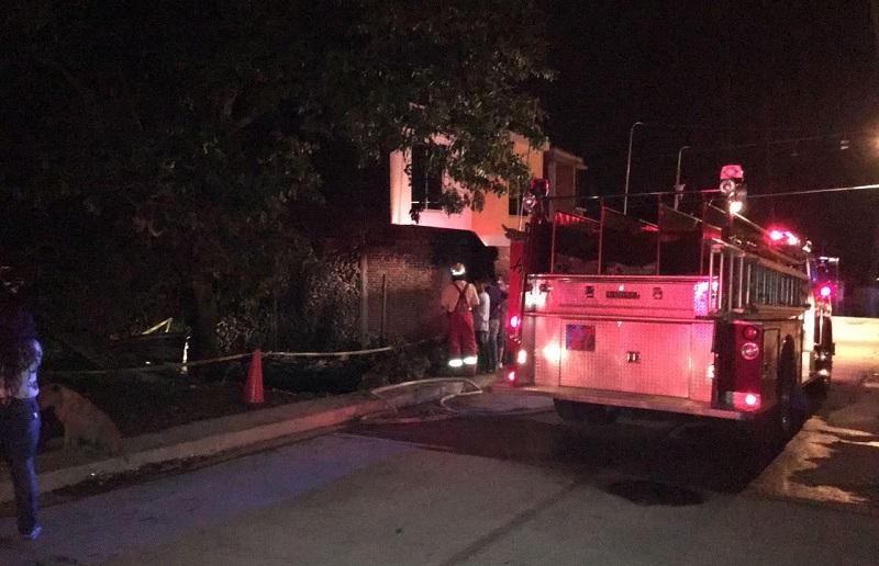 Se supo que aproximadamente a las 01:00 de la madrugada, reportaron el incendio de una casa de madera en la calle Vicente Guerrero en la colonia 28 de Octubre