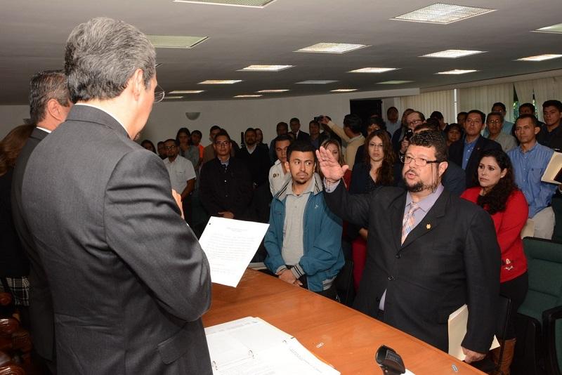 En sesión ordinaria del máximo órgano de gobierno de la Universidad Michoacana, la cual fue presidida por el rector Medardo Serna, se procedió, como uno de los puntos del orden del día, a la elección del nuevo titular del Instituto