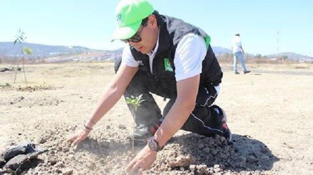 Núñez Aguilar convocó a los morelianos a participar en esta reforestación, pues consideró vital la importancia de devolverle al medio ambiente un poco de todo lo que nos ha dado
