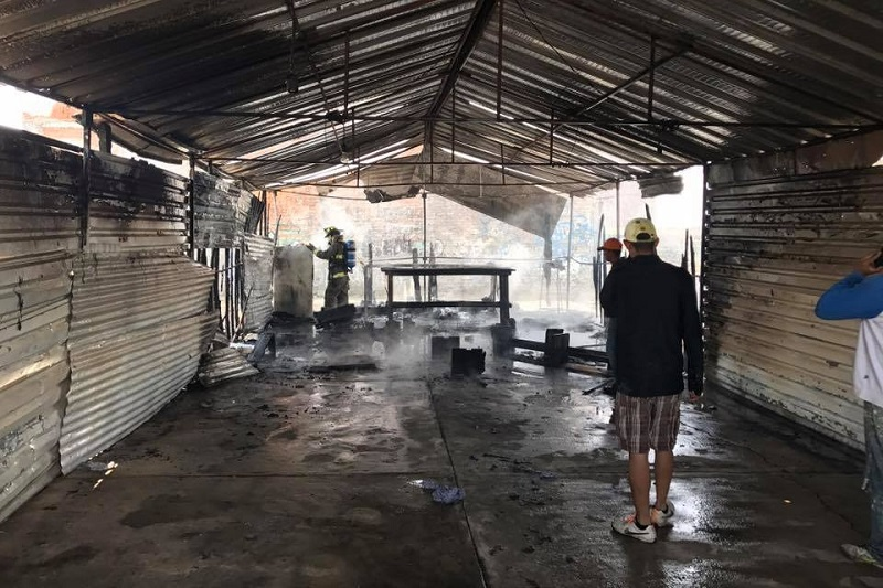 Testigos indicaron que el incendio aparentemente fue provocado, aunque otras personas indicaron que fue a causa de una veladora, por lo que se le indicó al encargado que procediera legalmente para que las autoridades investigaran a fondo este suceso