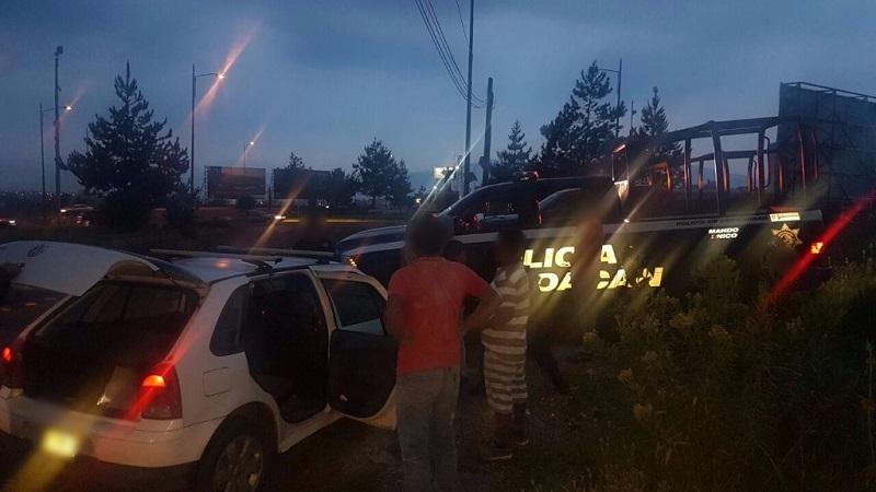 Testigos indicaron que los delincuentes se dieron a la fuga a bordo de un vehículo Dodge Neón, de color café, pero sin resultados positivos, mientras personal paramédico atendió a personas con crisis nerviosas
