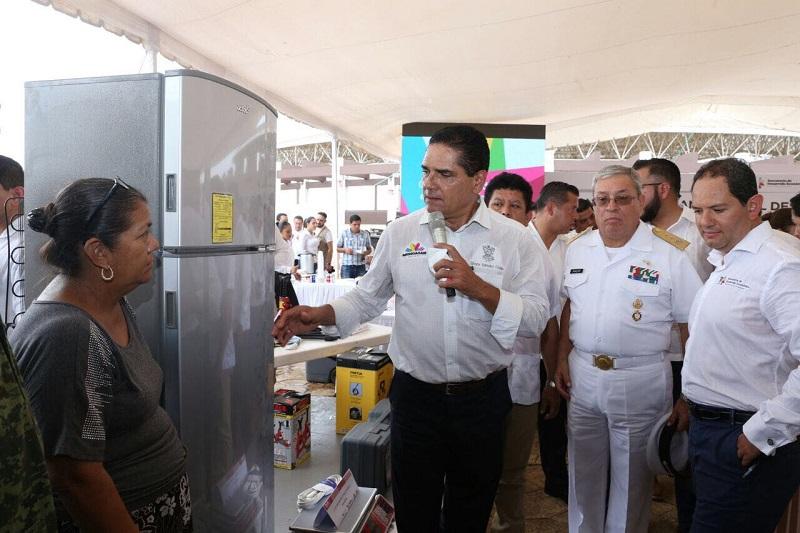 Aureoles Conejo entregó 103 apoyos para mipymes en este municipio