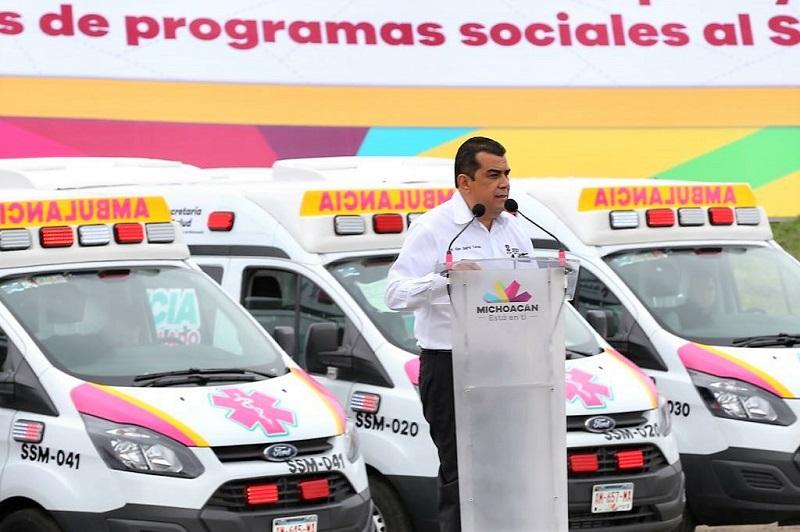 Muestra de ello fue la histórica entrega de las primeras 48 de las ambulancias que dotarán a los 113 municipios del estado para cubrir esta necesidad en todos los Ayuntamientos
