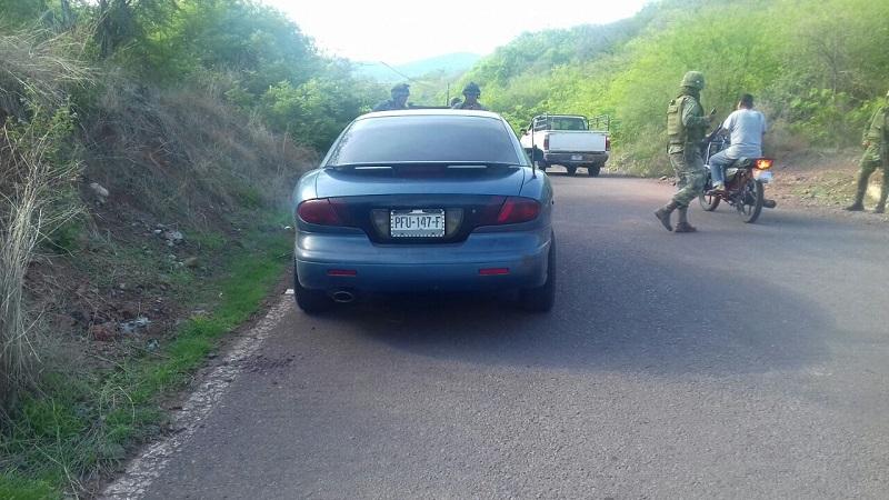 Aproximadamente a las 10:25 de la mañana elementos Militares y Policía Michoacán adscritos a la Base de Operaciones Mixtas se encontraban realizando un recorrido de prevención y vigilancia y al circular a la altura de la entrada a la comunidad de Peña Colorada localizaron un vehículo Pontiac, de color azul
