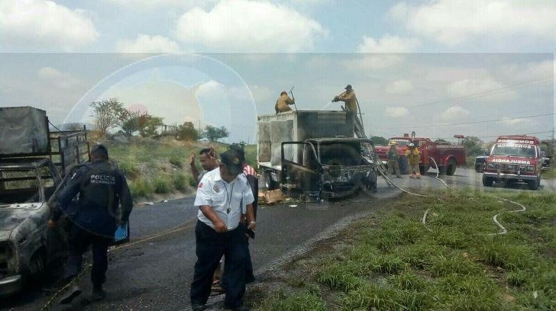 El hecho se suscitó este domingo minutos después del mediodía cuando ambas unidades acababan de descargar los desechos sobre la carretera Nueva Italia – Gabriel Zamora