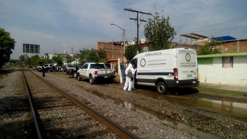 La mañana de este lunes alertaron al personal de la Policía Michoacán, sobre un hombre de aproximadamente 35 años de edad, el cual se encontraba recostado encima de unos troncos y aparentemente estaba en estado de ebriedad o drogado