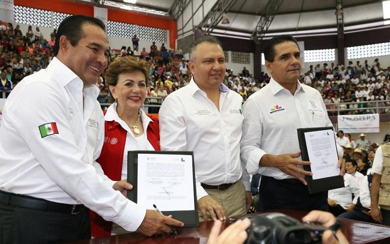 En su mensaje, Silvano Aureoles destacó que busca firmar un convenio para potencializar y fortalecer los esquemas que brindan apoyo a personas de la tercera edad