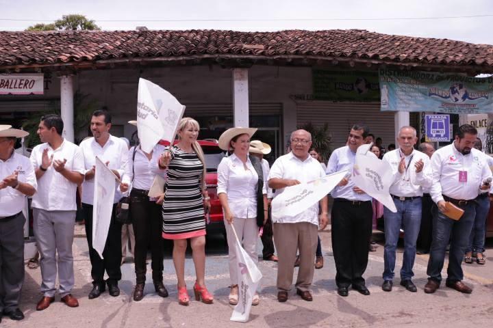 El alcalde resaltó que tras la puesta en marcha del programa Médico en Tu Casa, que impulsa la Secretaría de Salud en Michoacán, que preside el doctor Elías Ibarra Torres, se ha logrado recorrer diversos comunidades, tenencias y colonias del municipio, para brindar atención primordial a todos