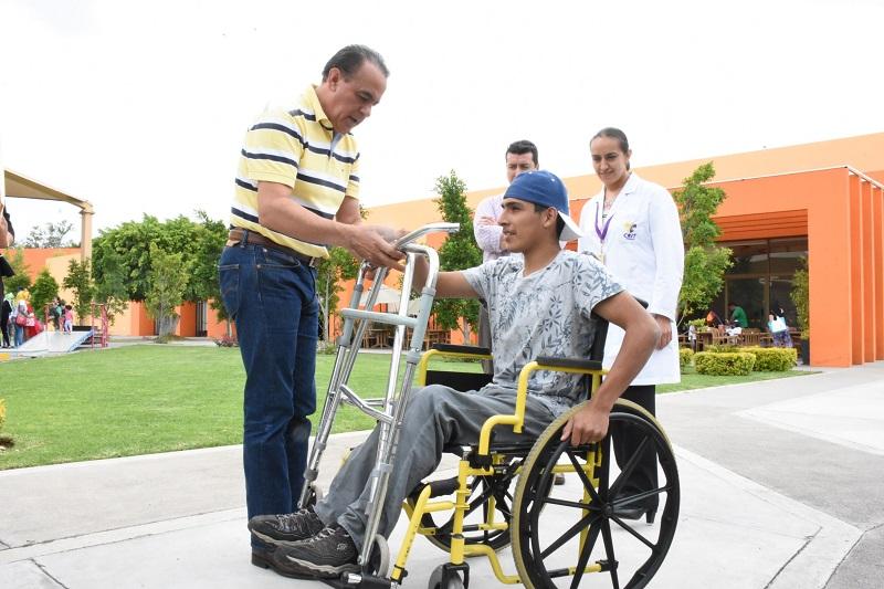 El diputado expresó que en la entidad existe la Ley para la inclusión de las Personas con Discapacidad en el Estado de Michoacán, la cual entre otras cuestiones obliga a establecer programas y acciones de promoción de respeto, protección y garantías de los derechos humanos