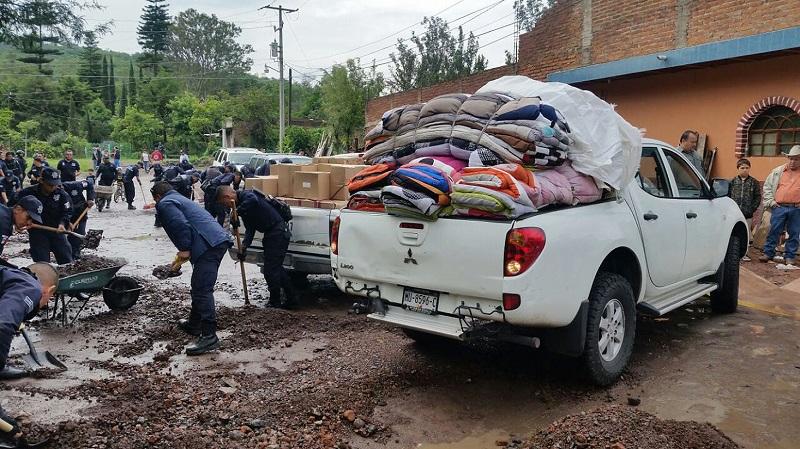 Distribuye 470 cobijas y colchonetas entre la población afectada por las lluvias registradas en el municipio