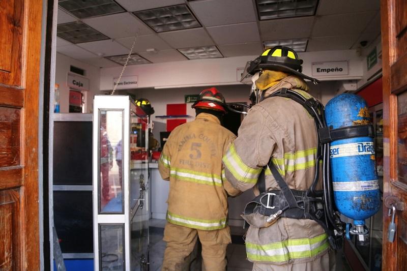 En el incendio no hubo personas lesionadas, únicamente cuantiosos daños materiales en línea blanca y electrónica que se encontraba en la bodega donde almacenaban lo empeñado