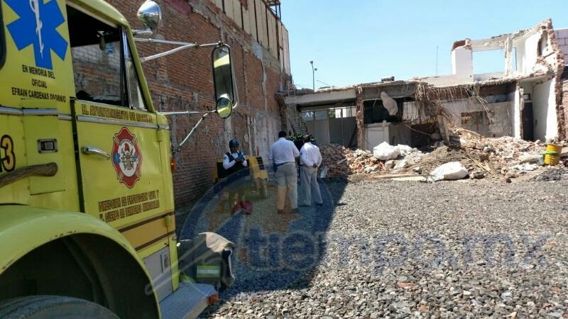 Al lugar arribaron unidades de la Coordinación de Protección Civil y Bomberos Municipales de Morelia, así como una ambulancia de la Cruz Roja (FOTO: FRANCISCO ALBERTO SOTOMAYOR)
