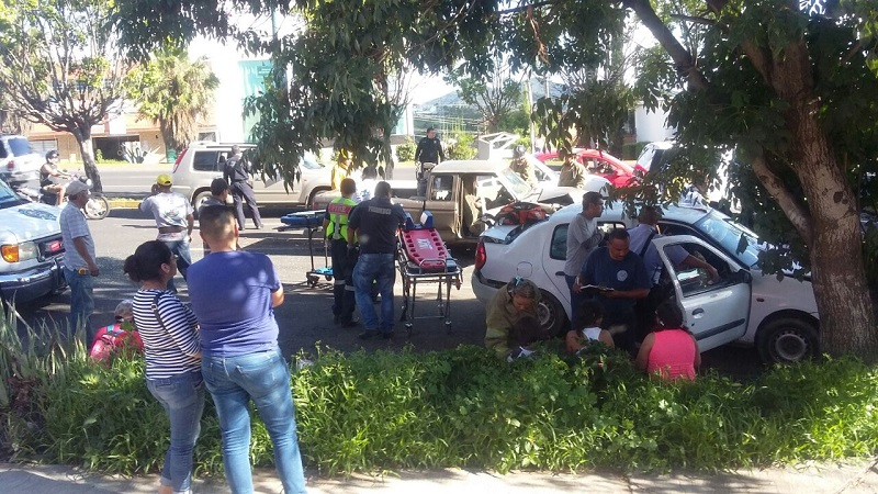 Algunos automovilistas reportan que están tardando más de 40 minutos en circular desde Casa de Gobierno hacia la Salida a Pátzcuaro (FOTO: EUGENIO MOLINA)