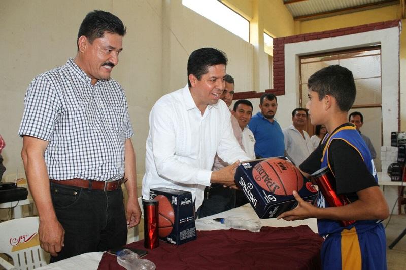 García Conejo recalcó que desde el PRD se impulsa el deporte mediante la donación de material o gestión de obra para la práctica del mismo