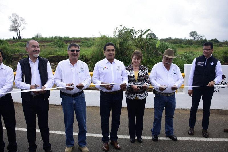 Gracias a la producción agrícola de esta región, Michoacán se consolida como uno de los cinco estados del país que más ha crecido económicamente, refiere el gobernador