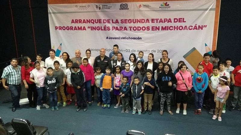 Jóvenes de 14 municipios podrán acceder a una beca del 90% para aprender el idioma inglés