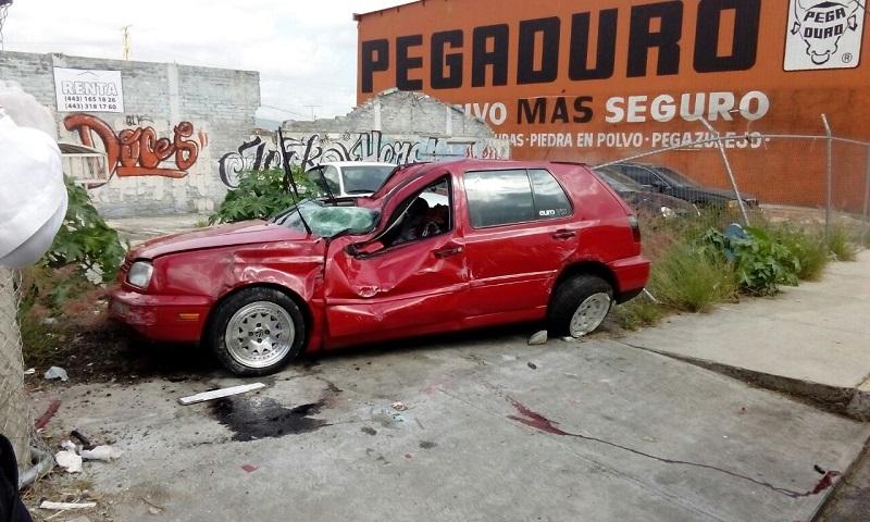 Al lugar arribaron bomberos municipales, Policía de Morelia y una ambulancia del CRUM, pero nada pudieron hacer por la víctima