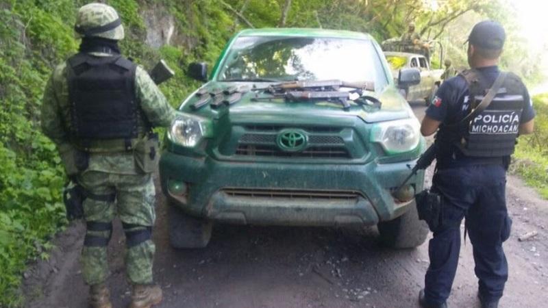 La unidad, armas, cargadores, cartuchos y droga fueron puestos a disposición de la autoridad correspondiente