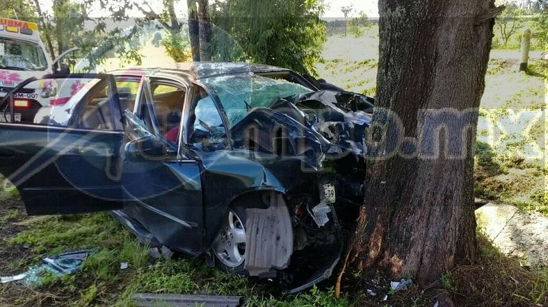 En cuestión de minutos arribaron unidades médicas de Protección Civil Huiramba, Policía Federal y Michoacán, los cuales confirmaron que en el interior del vehículo se encontraba una persona sin vida del lado del copiloto el mismo prensado y el conductor lesionado