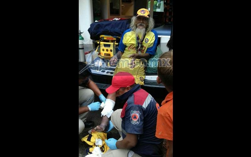 La persona fue atendida en el lugar, ya que las lesiones no ponían el riesgo su vida y continúo con el evento que se estaba realizando. Al terminar fue valorado por un médico.