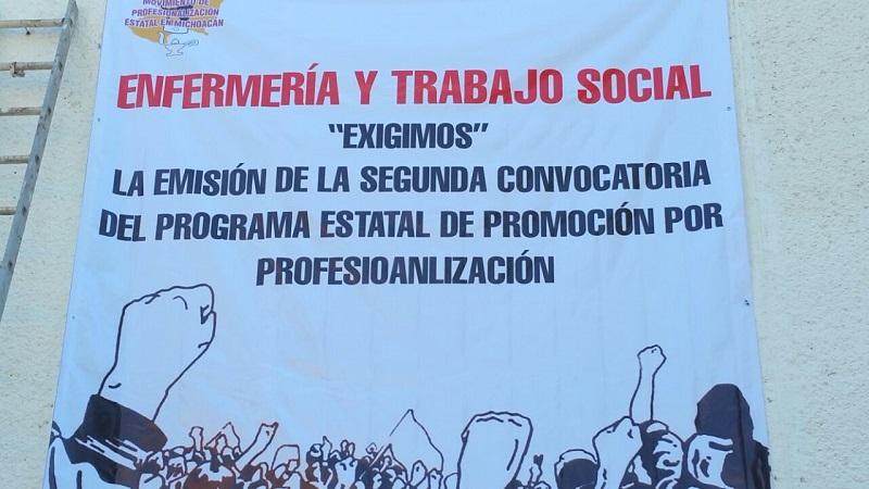 Siguen las manifestaciones de enfermeras y trabajadoras sociales en Michoacán