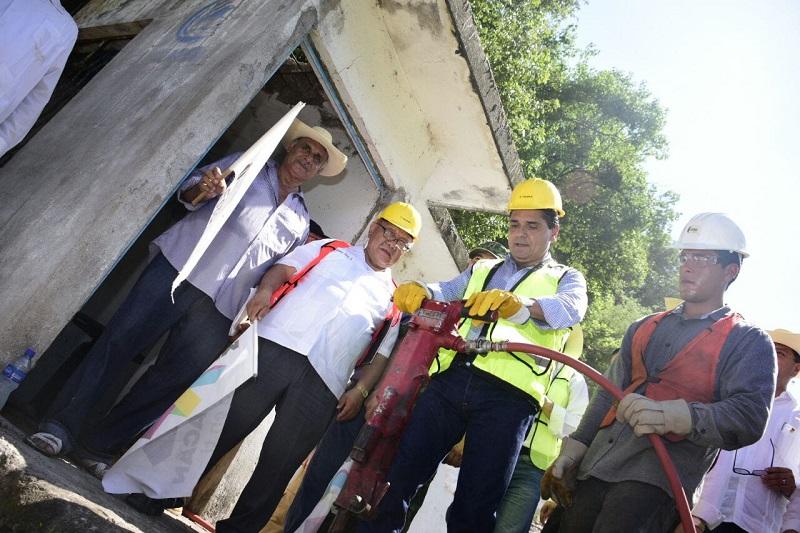 Anuncia también un proyecto integral para renovar el drenaje en este municipio