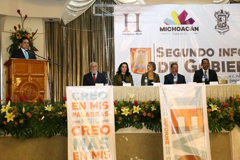Aureoles Conejo reconoció el trabajo de gestión del edil de Purépero, por lograr la gestión de recursos federales para infraestructura, además de que coincidió en que la función pública demanda de trabajar las 24 horas del día