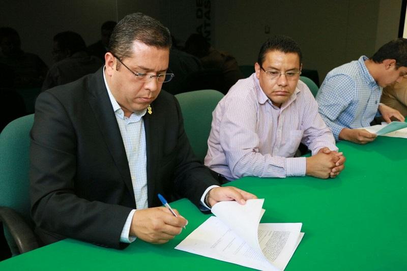 Por su parte, el subdelegado del IMSS en Michoacán, Alfonso Villegas, reconoció el compromiso del subsistema con sus trabajadores, pues ofrecerles seguridad social genera estabilidad