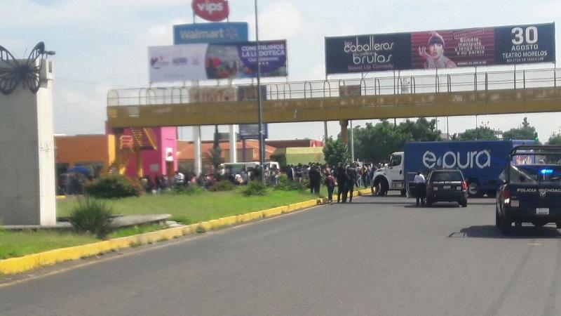 El bloqueo vehicular se desactivó una vez que autoridades estatales ofrecieron a los normalistas recibir en Casa de Gobierno a una comisión de 10 manifestantes